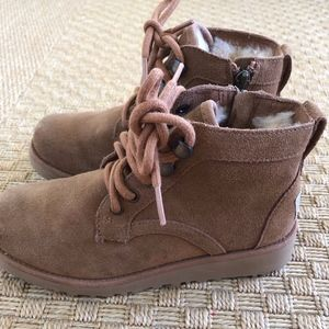 Ugg Neumel Boys Shearling Boots Size 1